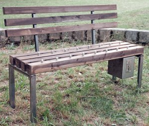 park-bench-spikes_1697959i