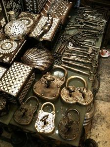 The photo above shows vintage metal locks and skeleton keys. There's even a double-lock!